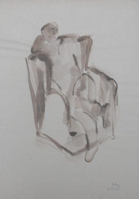 Man in grote stoel